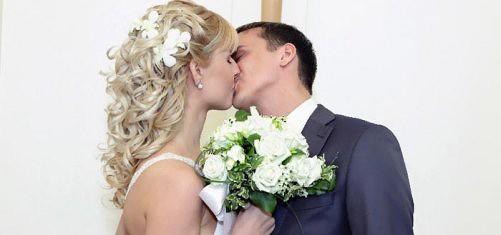 причёски для средних волос на свадьбу фото
