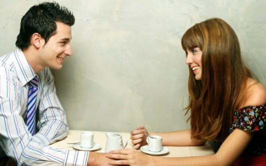 В первый с день о разговаривать знакомства мужчиной чем