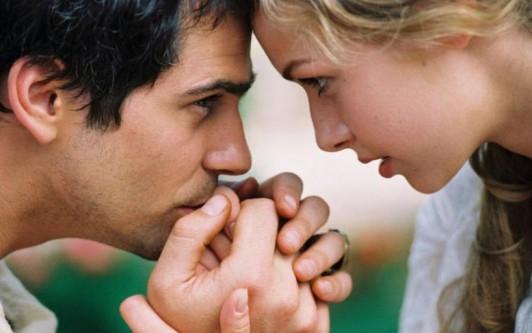 Что значит если парень часто целует руки