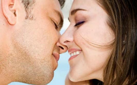 Ломают целуй стеснительной девушке — 6
