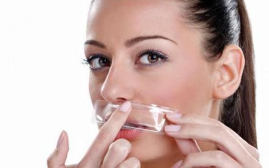 что делать девушке с усами