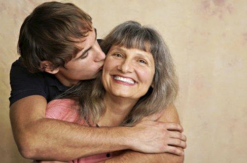 Отношение матери к сыну в чулках фото 601-428