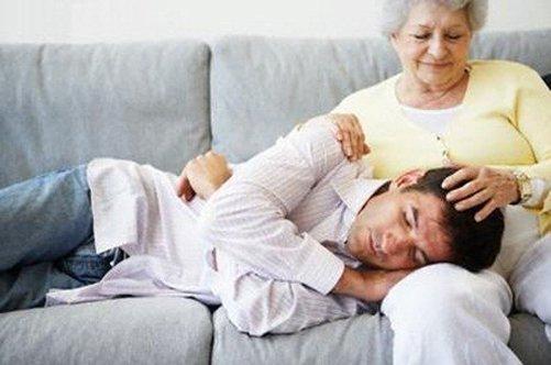 Отношение матери к сыну в чулках фото 601-298
