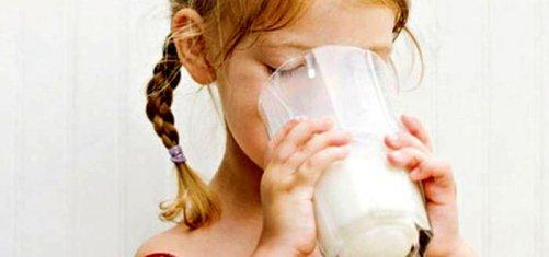 Как разводить козье молоко для новорожденных?
