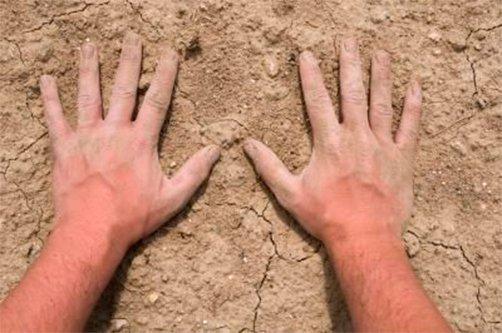 Как лечить трещины на руке в домашних условиях