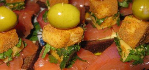 Рецепты как приготовить красную рыбу в духовке в фольге фото
